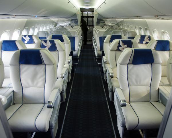 طائرة ركاب روسية جديدة تكمل أولى رحلاتها 818