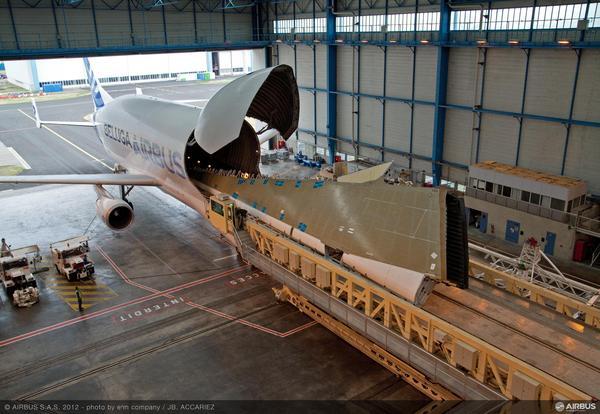 Airbus A350XWB: Livraison de la première aile (photos) 2229