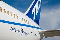 Le Boeing 787 est arrivé - Page 3 717