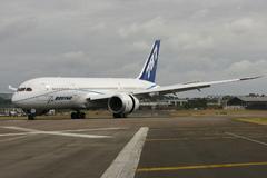 Le Boeing 787 est arrivé - Page 3 751