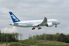 Le Boeing 787 est arrivé - Page 3 890