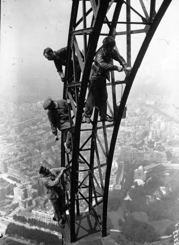 la Tour Eiffel à Paris en 1932 A71