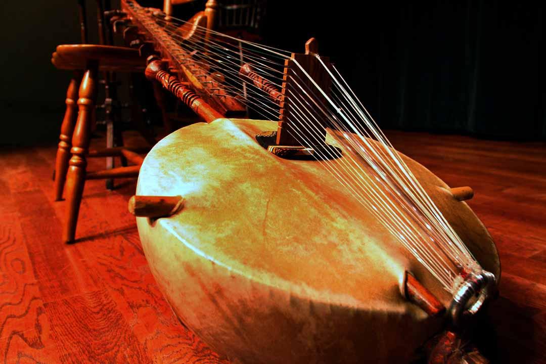 La musique du Mali Kora_-African_lute_instrument-709498