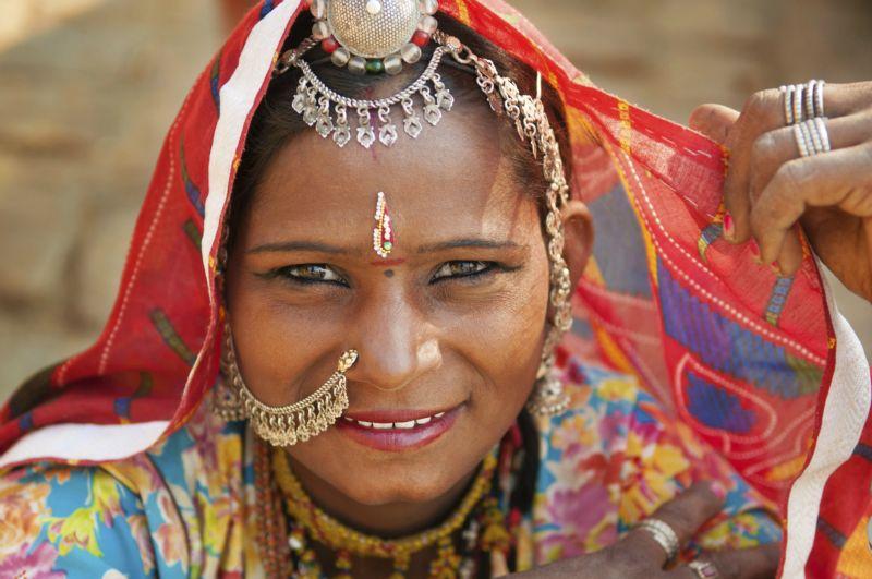 Porter un voile, pas plus sexiste que de porter des talons aiguilles 11-Femme-indienne-dans-robe-traditionnelle