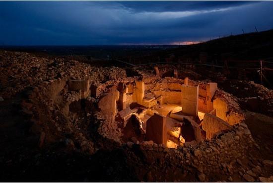 Göbekli Tepe (12000 ans), le plus ancien temple en pierre jamais découvert Gobekli-Tepe-04-b137d