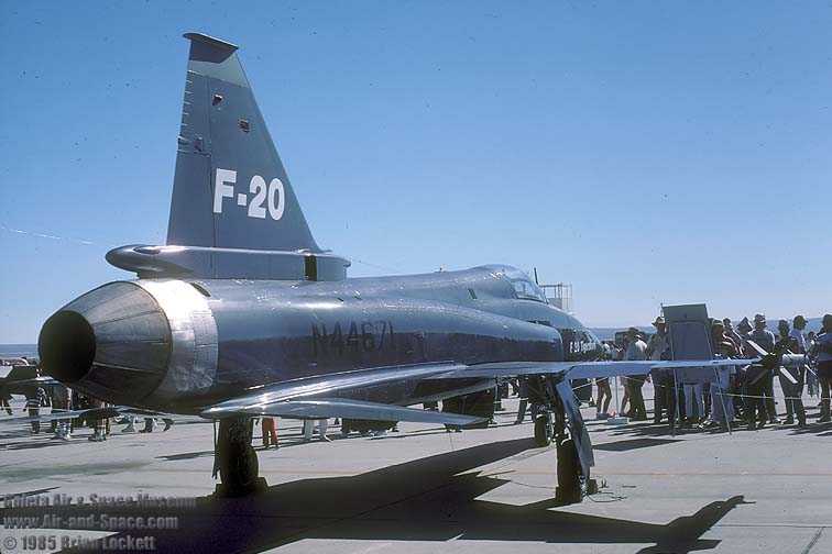 الطائرة المقاتلة المتعددة المهام F – 20 Tigershark 85489%20F-20%20N44671%2082-0064%20right%20rear%20l
