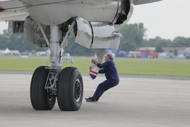 Bourget 2013 : avec Soar, Thales se lance dans le vol suborbital Par Rémy Decourt Air-journal_bourget-2013-21-640x426