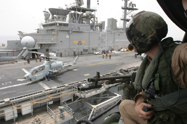 Hélicoptères de combats - Page 3 Ah1w-050810-2rs