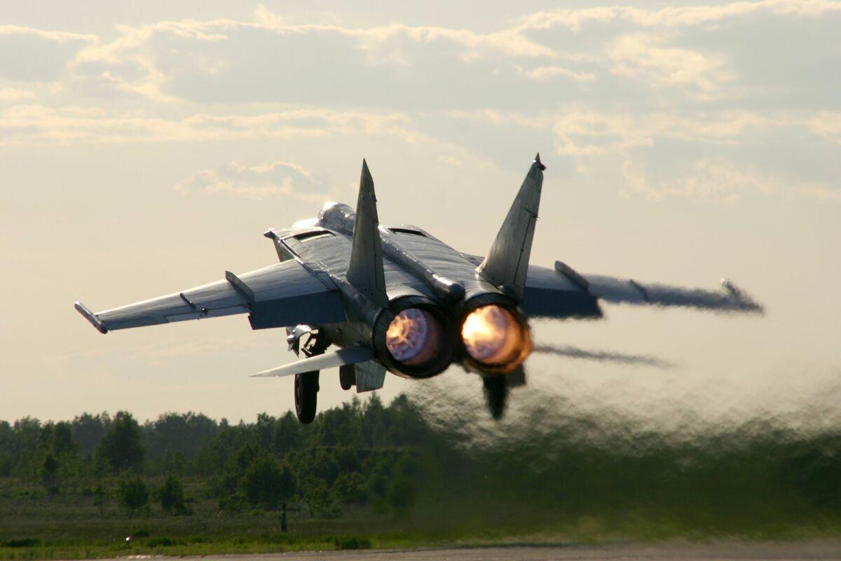 Poderio Militar Ruso (actualizado 2010). Az_mig-25r_4_l