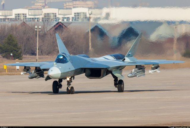 T-50 احدث المقاتلات الروسية النفاثة  First_pictures_of_Russia_s_T_50_PAK_FA_fighter_fitted_with_air_to_surface_weapons_640_001