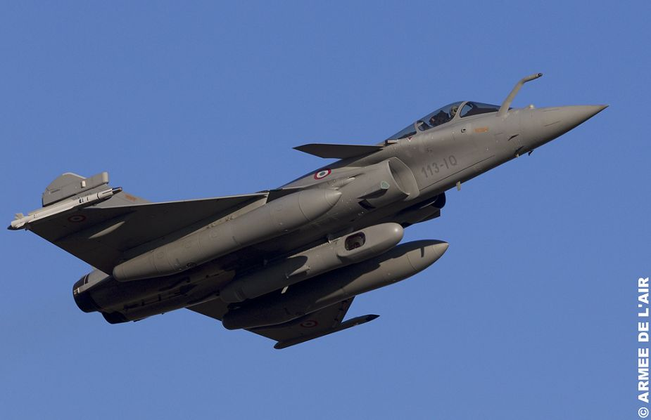 مقاتلات Rafale الفرنسيه تتجهز ببودات الاستطلاع  RECO-NG الجديده في عملياتها الجويه ضد داعش French_Rafale_fighter_aircraft_deployed_in_Middle_East_with_RECO-NG_pod_to_provide_intelligence_imagery_925_001