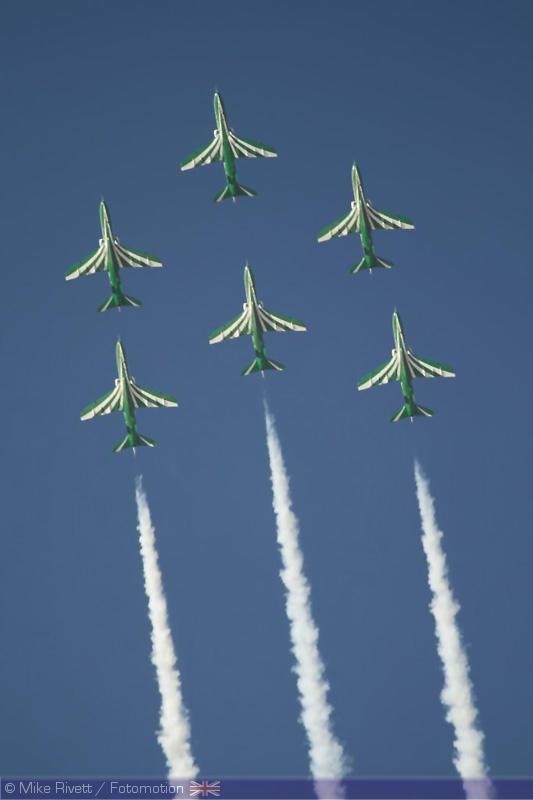الموسوعه الفوغترافيه لصور القوات الجويه الملكيه السعوديه ( rsaf ) - صفحة 2 Saudi_hawks_2
