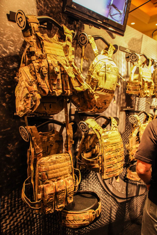 Review: Chaleco plate carrier crye multicam de Rothco Shotshow2015-160