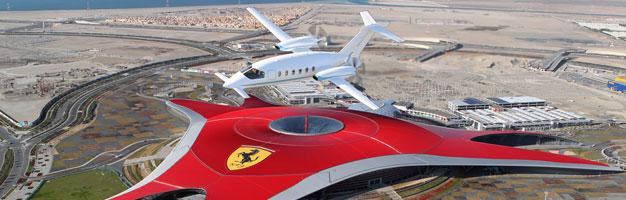 Photos avions Civils - Page 2 Piaggio-P180-Avanti-Ferrari-World-Abu-Dhabi