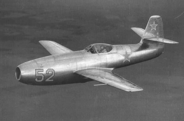 موسوعة اجيال الطائرات المقاتلة واشهر طائرات كل جيل - صفحة 4 Yak23-1