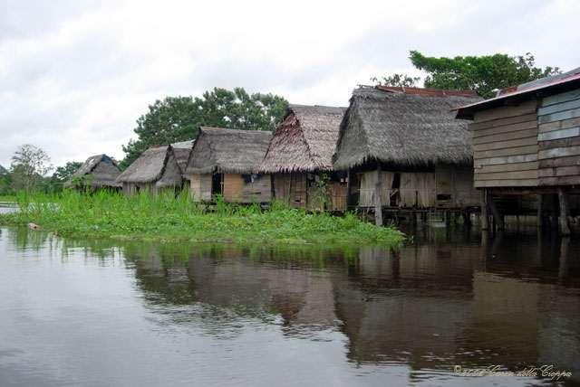 Peru - Page 5 Amazon_River_Floating_Village_Peru