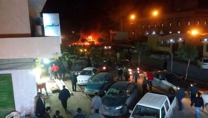 """انفجارفي بنغازي استهدف المصلّين في جامع """"بيعة الرضوان"""".. و سقوط قتلى وجرحى DUP1lxAWsAEUqTG"""