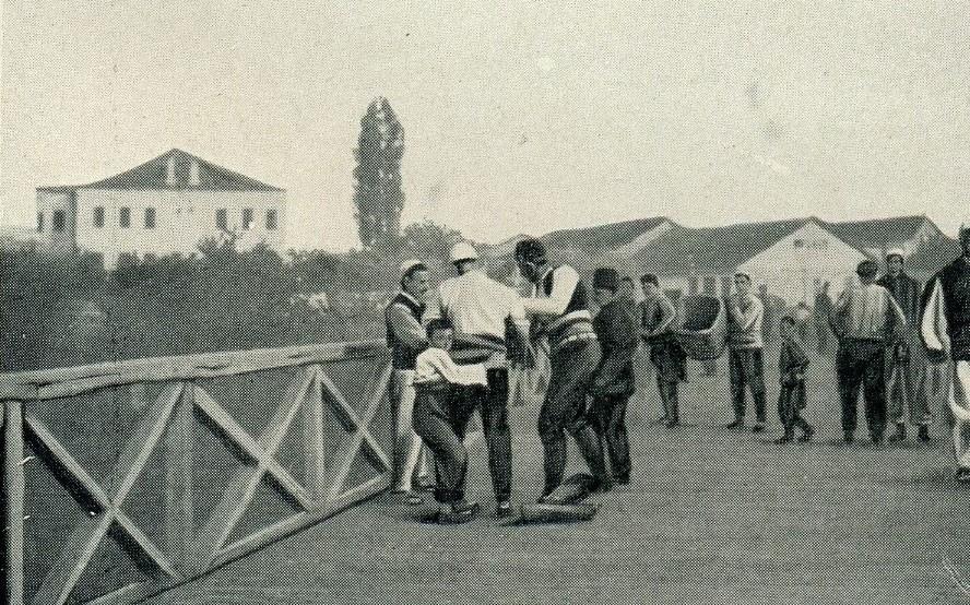Djepat shqiptar dhe ritet tjera dhe foto historike - Faqe 5 Glj040b