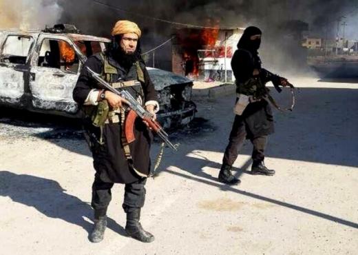 Shqiptarja braktis burrin dhe dy vajzat, ikin të luftojë me ISIS Isis126