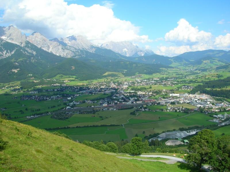 جزيره في النمسا اسمها zelamsi  7974_01244740666
