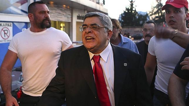 """Detienen al líder del partido neonazi griego: """"Amanecer Dorado"""" Amanecer-dorado"""