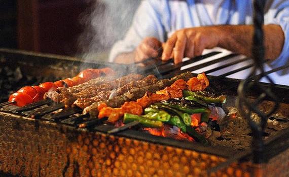 هل تشتهي سيخاً مشوياً من الكباب..هذا هو البلد الأفضل لإشباع رغبتك      Kabab.Ty.0