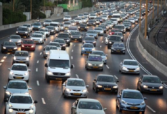 لماذا تلزم الدول الأوروبية السائقين إنارة مصابيح السيارة نهاراً؟      Edaaa