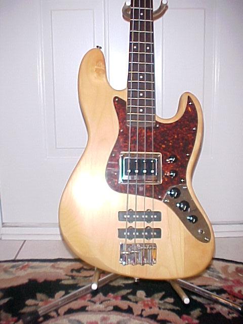 Mostre o mais belo Jazz Bass que você já viu - Página 5 Tractor%20Body%20Shot