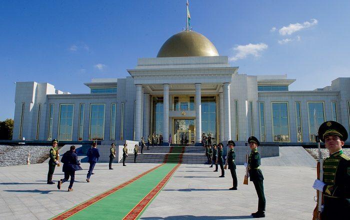 Ambassade du Royaume du Kolozistan 2-Oguzkhan-Palace-700x440