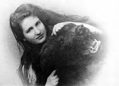 mahler - Alma Mahler Alma_baerenfell