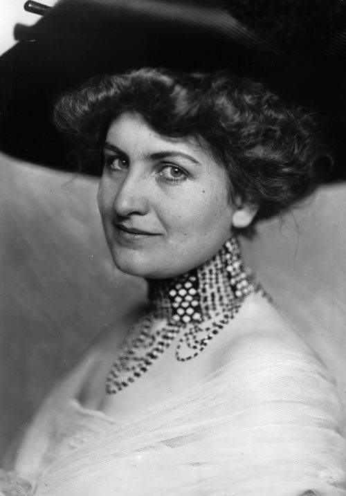 Alma Schindler-Mahler (1879 - 1964) Hist_alma_mit_hut_med