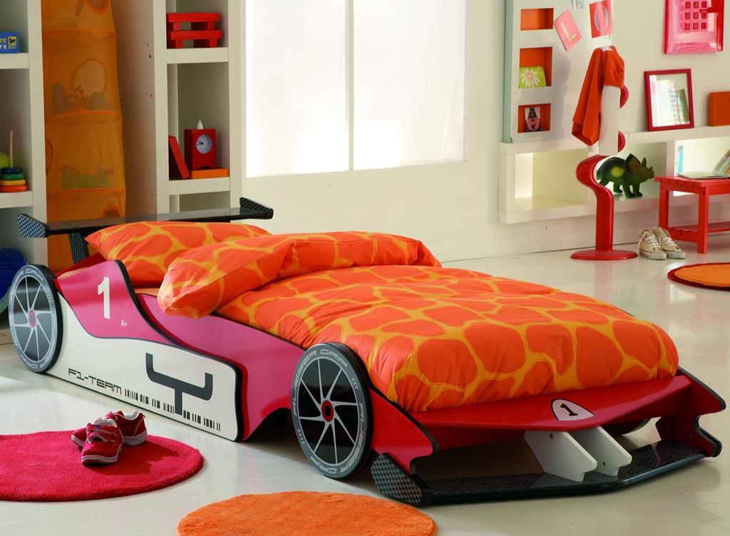 غرف نوم على شكل سيارات للأطفال  Formula-1-Red-Car-Bed