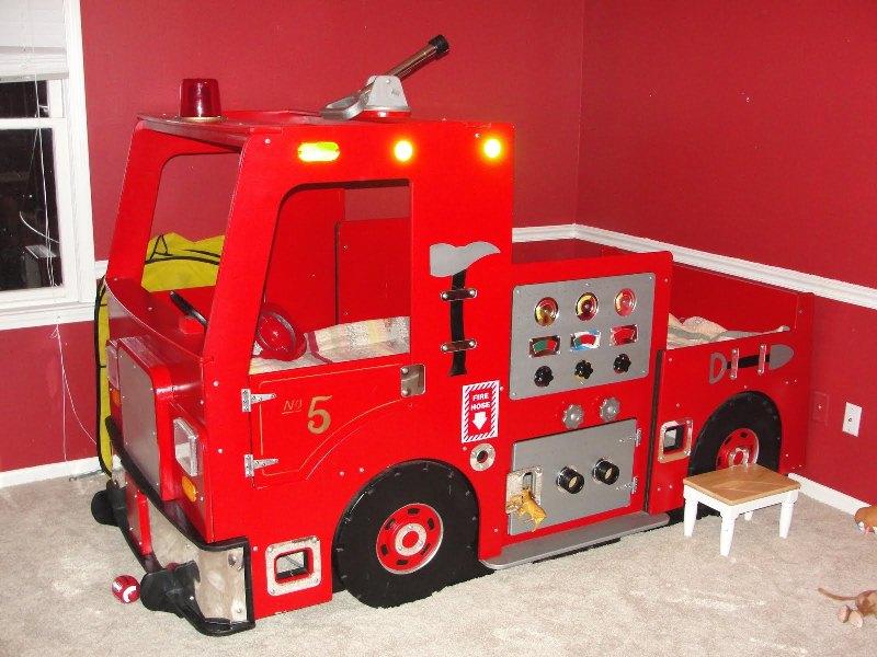 غرف نوم على شكل سيارات للأطفال  Truck-Bed-for-Kids