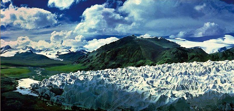 نهر اليانغتسي اطول نهر في آسيا Tanggula-Glacier-%E2%80%94-A-source-in-the-Tanggula-Mountains-of-the-Yangtze-River-Chang-Jiang-Qinghai-province-southern-China.
