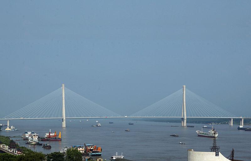 نهر اليانغتسي اطول نهر في آسيا The-Anqing-Bridge-in-Anqing-China