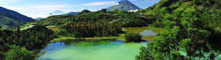 بالصور المعالم السياحية في مدينة بونشاك في اندونيسيا Telaga-warna-lake-dieng--730x198