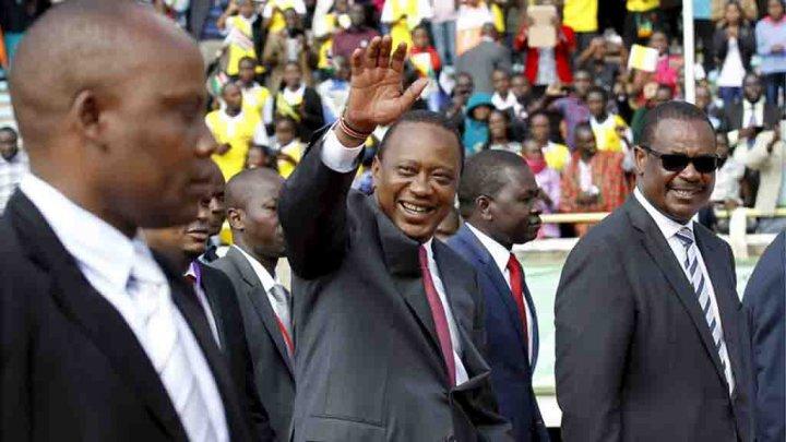 """الكينيون يصفون رئيسهم بالرئيس """"الزائر"""" بسبب كثرة أسفاره للخارج %D9%88%D9%87%D9%88%D8%B1%D9%88-%D9%83%D9%8A%D9%86%D9%8A%D8%A7%D8%AA%D8%A7"""