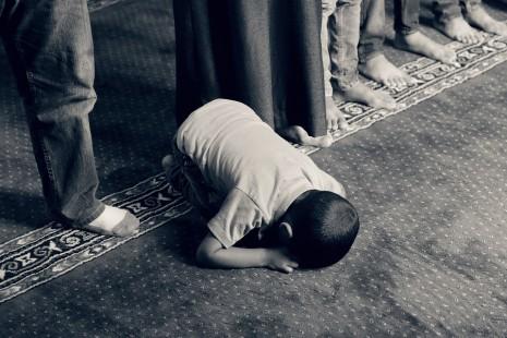 تفسير حلم الصلاة ومن يصلى بالتفصيل Praying-muslim-465x310
