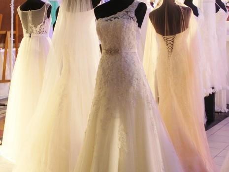 تفسير حلم ارتداء فستان الزفاف Wedding-dress-465x350