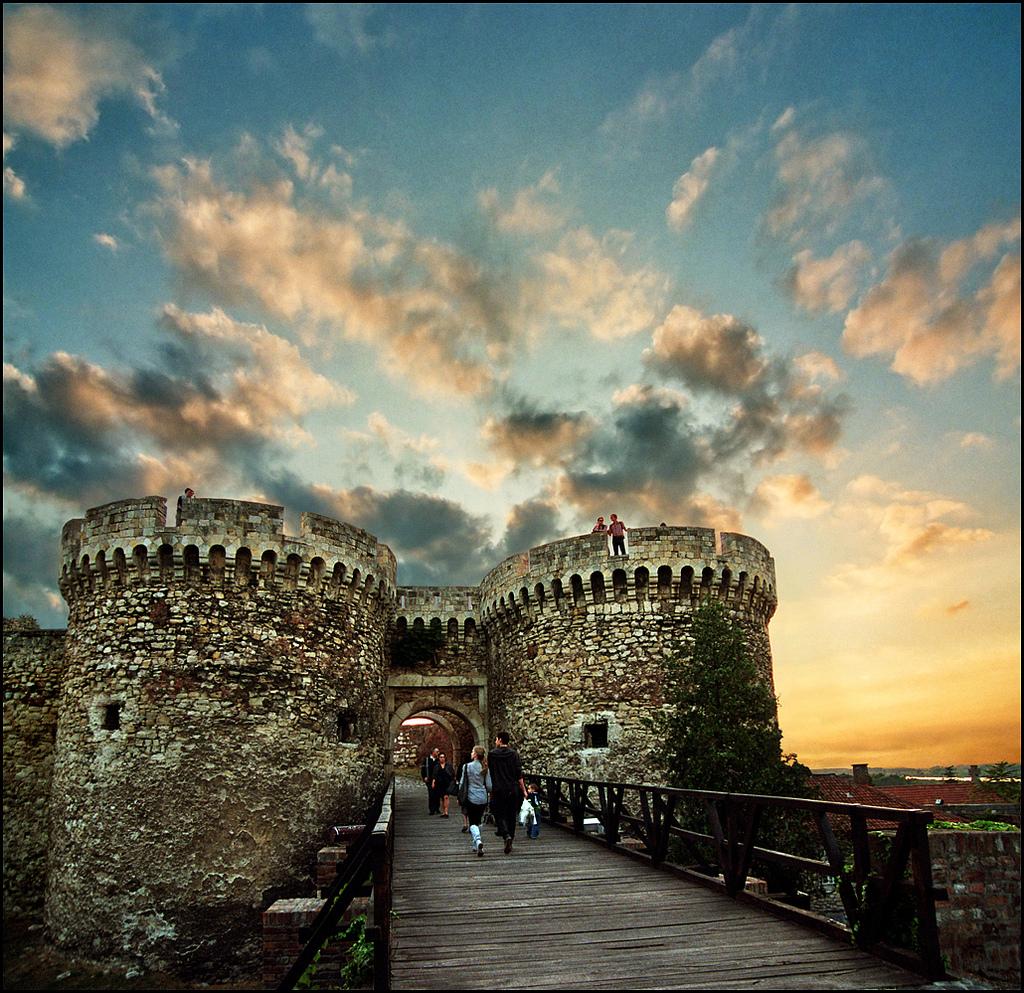 COV ZAJ NYEEM NIAJ HNUB HAUV NRUAB LIS PIAM  2014-15 Belgrade-Fortress-4
