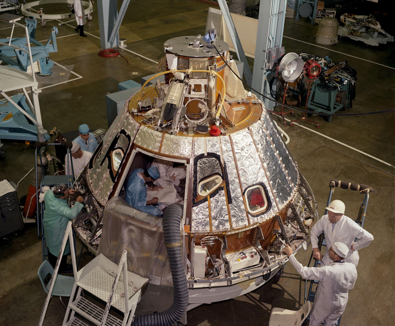 Apollo 1 (1967) - Page 2 Apollo-1-command-module-during-preparation-in-1966