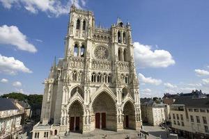 Bon Dimanche La_cathedrale_notre_dame_d_amiens_large