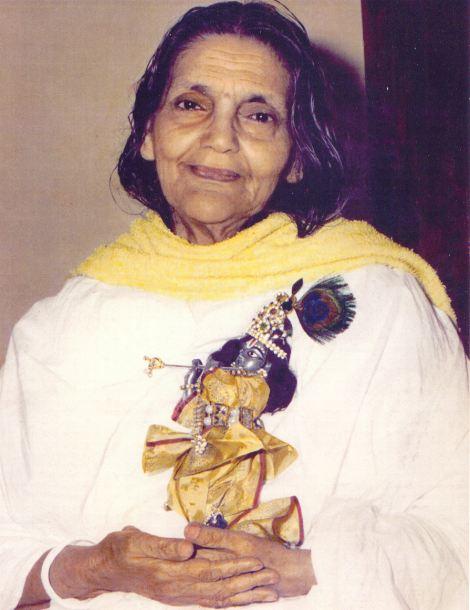 Mâ Ananda Moyî  .......La Mère Divine incarné....... Masc49