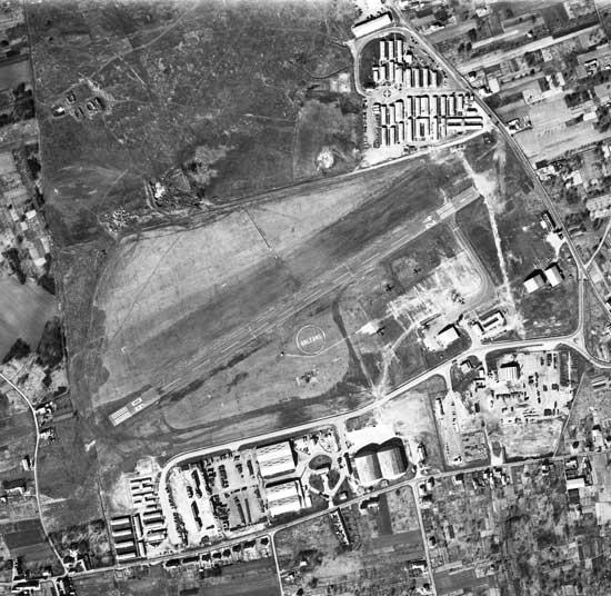 L' aérodrome d' Orléans - Saran Orleans%20saran019