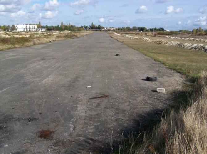L' aérodrome d' Orléans - Saran Orleans%20saran024