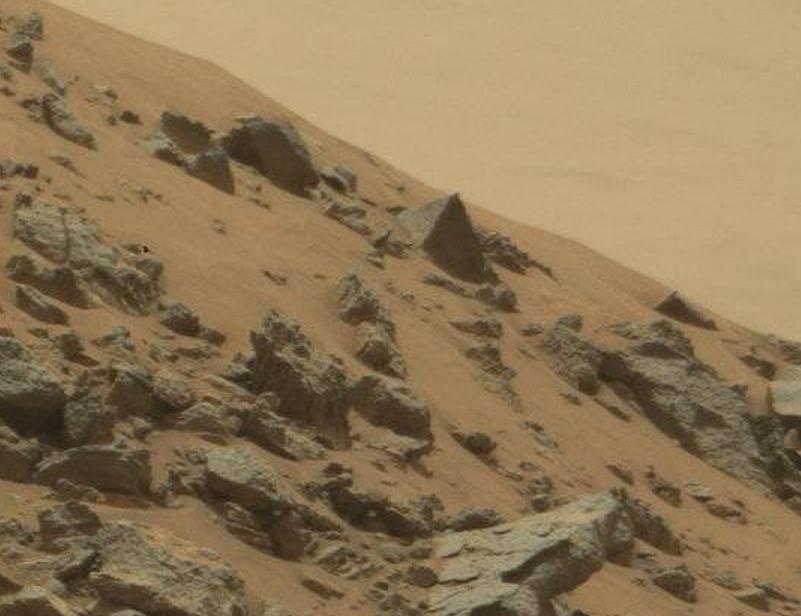 NASA's curiosity rover has found a pyramid on Mars Screen-Shot-2015-06-23-at-13.24.48