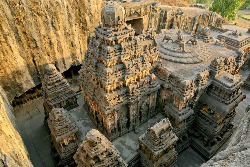 10 mind-boggling images of the Kailasa Temple that prove ancient man had advanced technology Ancient-Hindu-Temple-1024x682