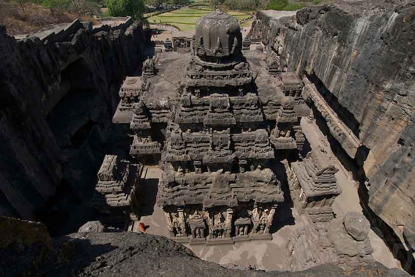 10 mind-boggling images of the Kailasa Temple that prove ancient man had advanced technology Ellora-Caves-ancient-tech-2