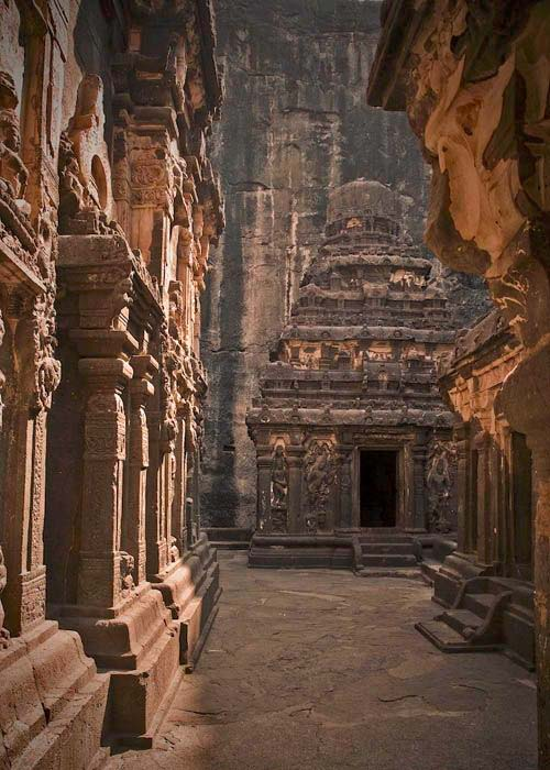 10 mind-boggling images of the Kailasa Temple that prove ancient man had advanced technology Ellora-ancient-caves