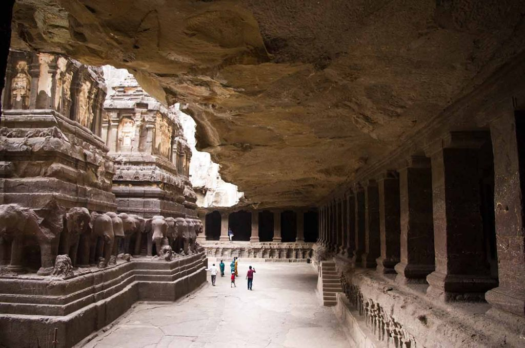 10 mind-boggling images of the Kailasa Temple that prove ancient man had advanced technology Ellora-caves-ancient-tech-1024x680